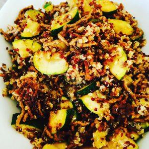 Quinoa-Hackfleisch-Zucchini-Pfanne