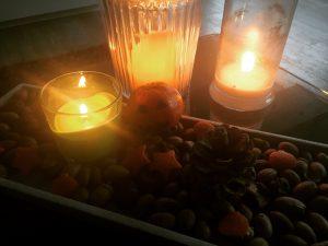 Herbstdeko aus Mandarinenschalen