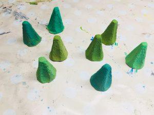 Tannenbäume aus Eierkartons