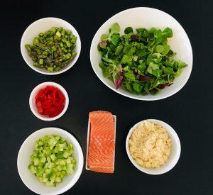 Gebratener Lachs mit grünem Spargel Couscous Salat