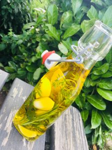 Knoblauch-Kräuter-Öl