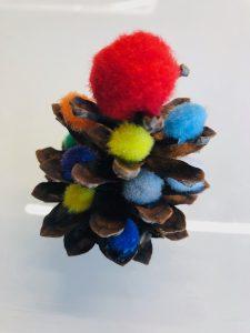 Weihnachtsbaum aus Tannenzapfen